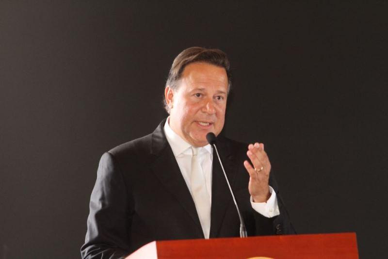 Presidente panameño anuncia consultas para cambiar la Constitución